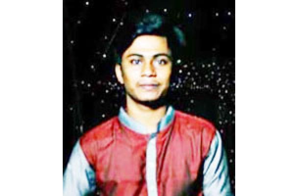 কুমিল্লায় ইউটার্ন  নিতে গিয়ে বাসের নিচে মোটরসাইকেল , কমার্স কলেজের ছাত্রের মৃত্যু