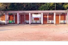 সদর দক্ষিণে সরকারি বই টাকা দিয়ে নিতে হলো প্রাথমিক শিক্ষার্থীদের